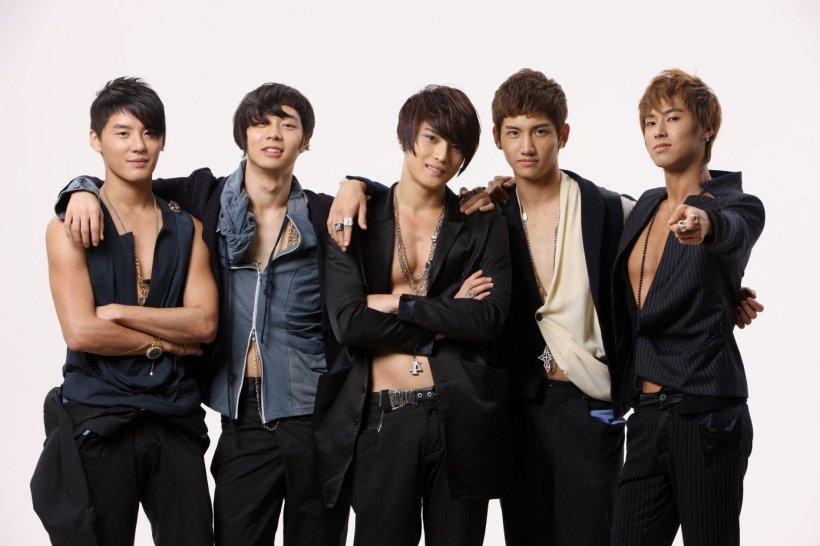 TVXQ-hero-jae-joong-6741287-1392-928